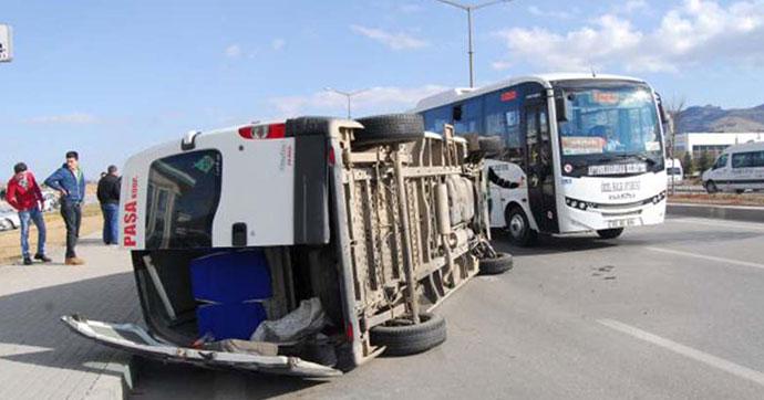 Afyonkarahisar'da zincirleme kaza: 9 yaralı