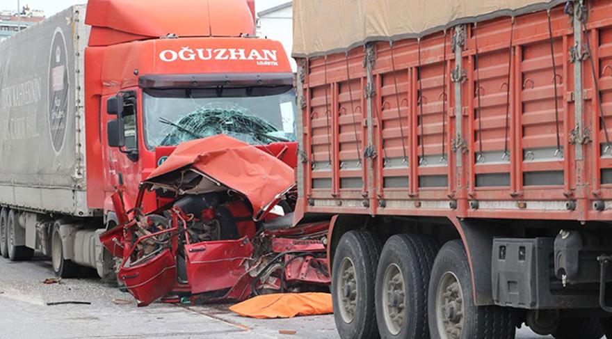 İki TIR'ın arasında kalan sürücü öldü