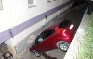 Apartmanın Bahçesine Düşen Otomobildeki İki Kişi Yaralandı