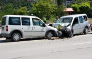 Karabük'te İki Hafif Ticari Araç Çarpıştı: 4 Yaralı